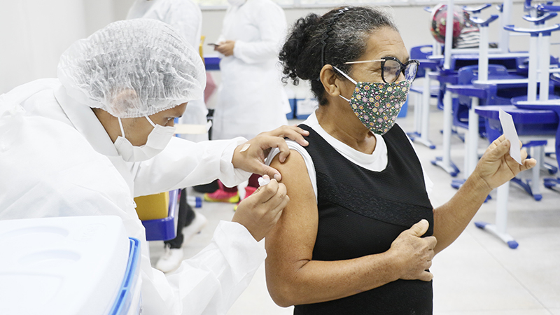 A Sesma iria imunizar até esta quinta-feira, 6, mas como há doses suficientes, a Prefeitura de Belém decidiu ampliar a faixa etária e incluir mais um dia nessa imunização