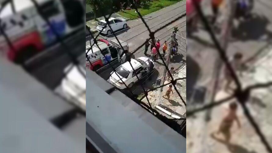 Imagem ilustrativa da notícia: Homem é morto dentro de táxi em Belém. Veja o vídeo