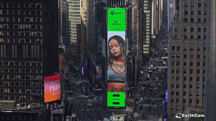 Dricka em telão na Times Square