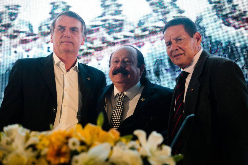 Levy Fidélix era próximo de Mourão, do PRTB e também de Bolsonaro.