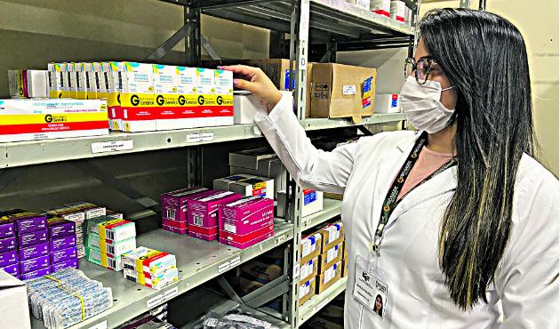 Os genéricos apresentam o mesmo princípio ativo que um medicamento de referência, que deixou de ser exclusividade de um laboratório