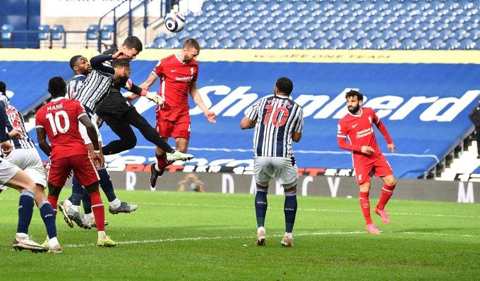 Alisson é o primeiro goleiro a marcar um gol pelo Liverpool