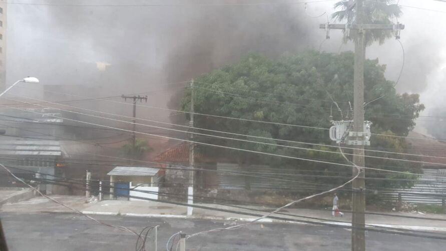 Imagem ilustrativa da notícia: Incêndio em casarão ao lado do Ipamb é controlado