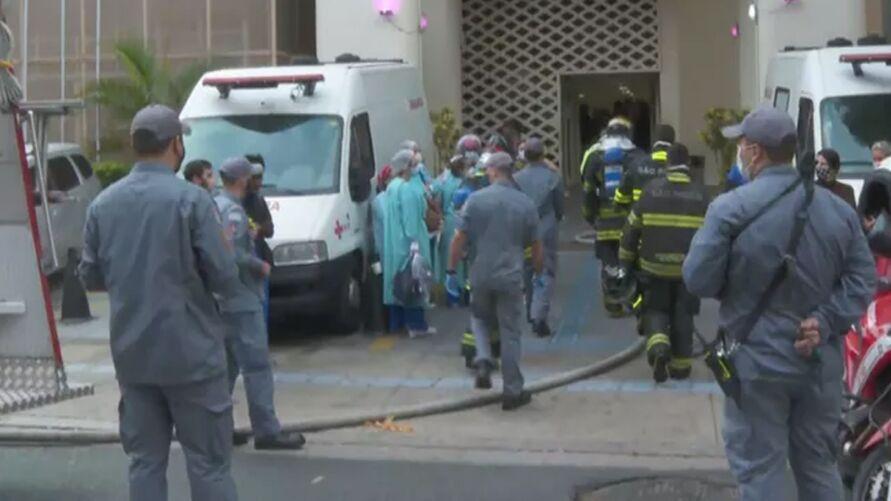 Hospital precisou ser evacuado por causa do incêndio, já controlado pelo Corpo de Bombeiros.