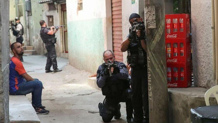 Vídeo mostra um verdadeiro cenário de guerra após operação do Jacarezinho.