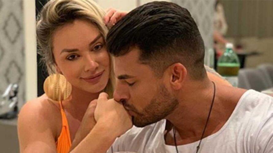 Juju Salimeni e Helisson Dias reataram menos de um mês após ela anunciar o término do relacionamento.