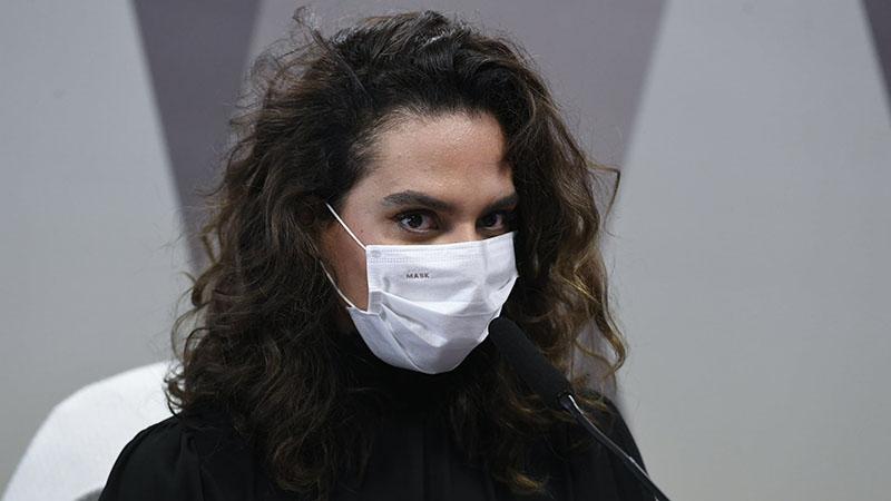 A médica infectologista foi convocada a comparecer diante da comissão, pois os senadores queriam questionar se houve interferência do Palácio do Planalto em sua demissão