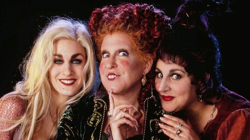 Sarah Jessica Parker, Bette Midler e Kathy Najimy retornam para interpretar as bruxas e irmãs Sanderson