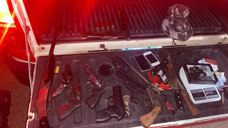 A quantidade de armas encontrados com os criminosos