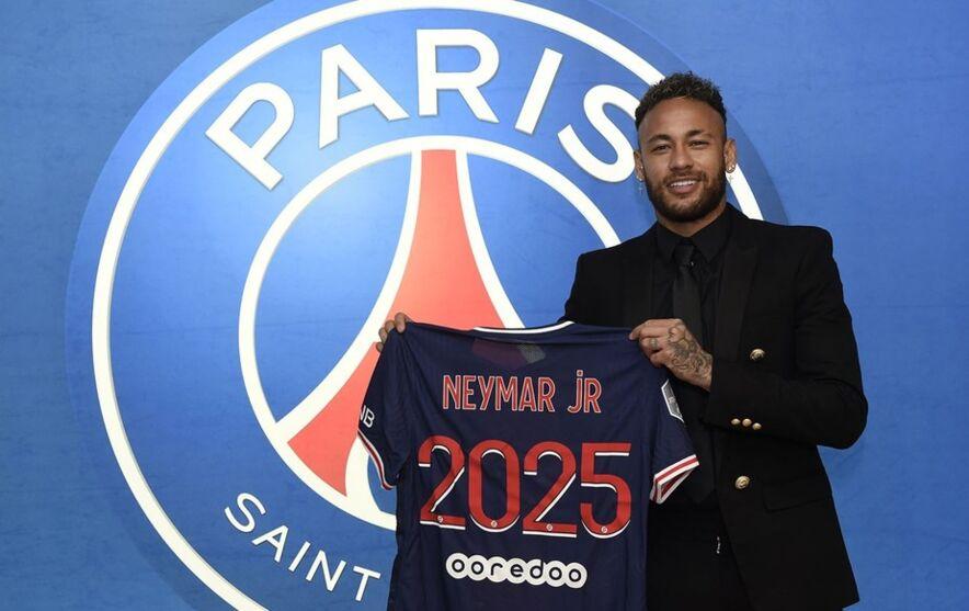 Neymar renovou com PSG até 2025/