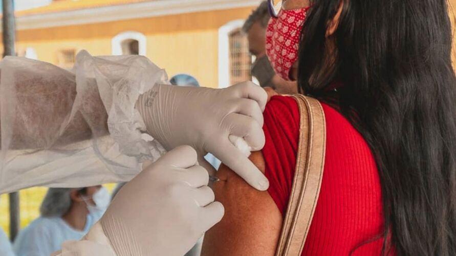 Novo grupo receberá a primeira dose do imunizante contra o novo coronavírus