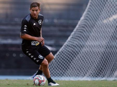 Apresentado, atacante Rafael Moura já participa dos treinamentos e poderá estrear pelo Botafogo contra o Clube do Remo.