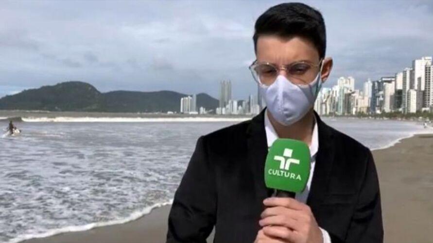 Imagem ilustrativa da notícia: Repórter se assusta com onda e vídeo viraliza; assista!