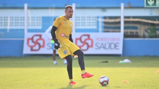 Victor Souza foi um dos poucos que se salvaram da atuação pífia diante do Botafogo-PB.