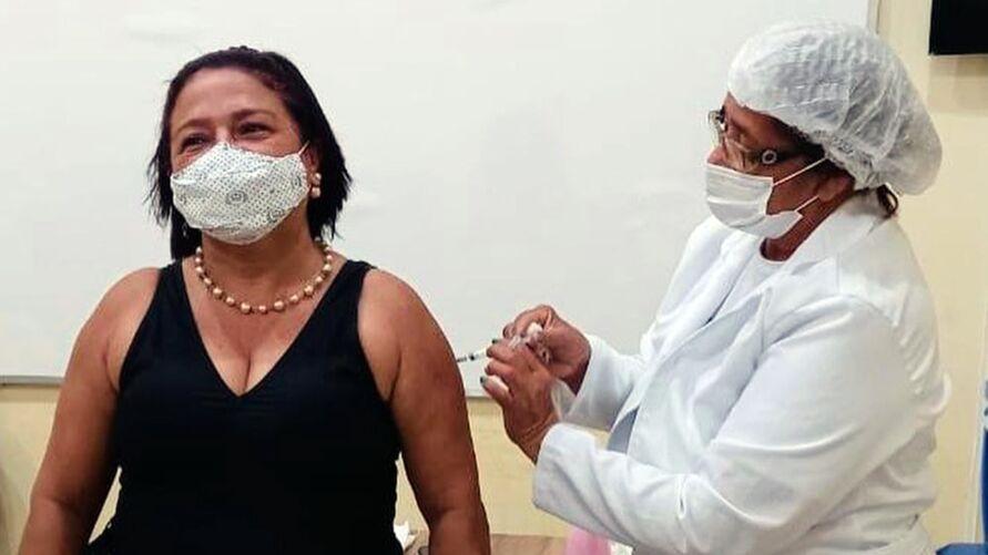 Imagem ilustrativa da notícia: Marituba vacina profissionais da educação e rodoviários