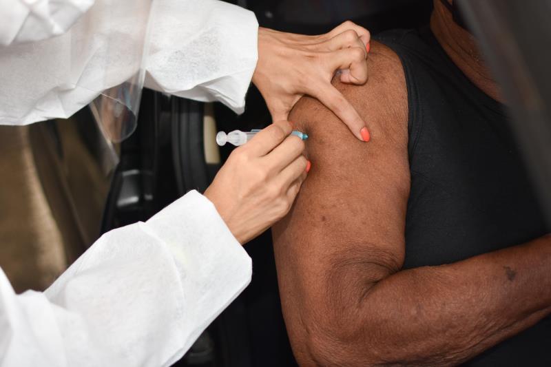 Imagem ilustrativa da notícia: Belém vacina pessoas com comorbidades de 53 a 55 anos