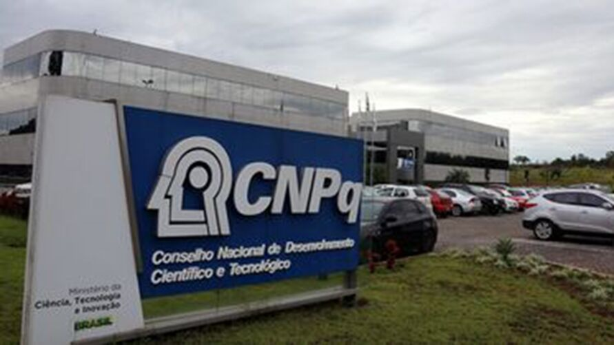 Servidor do CNPq queima e milhares de dados acadêmicos desaparecem