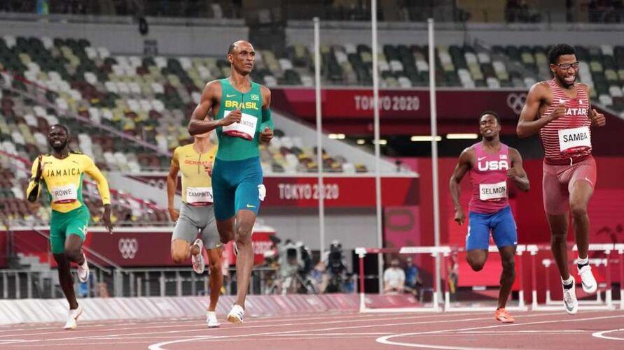Alison dos Santos está na final dos 400m com barreiras