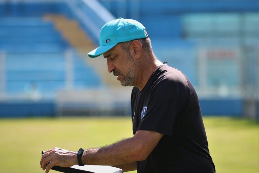 Vinícius Eutrópio tenta dar, aos poucos, a sua cara ao time do Paysandu