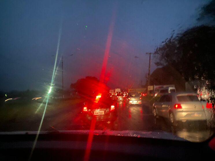 Trânsito lento na entrada de Belém