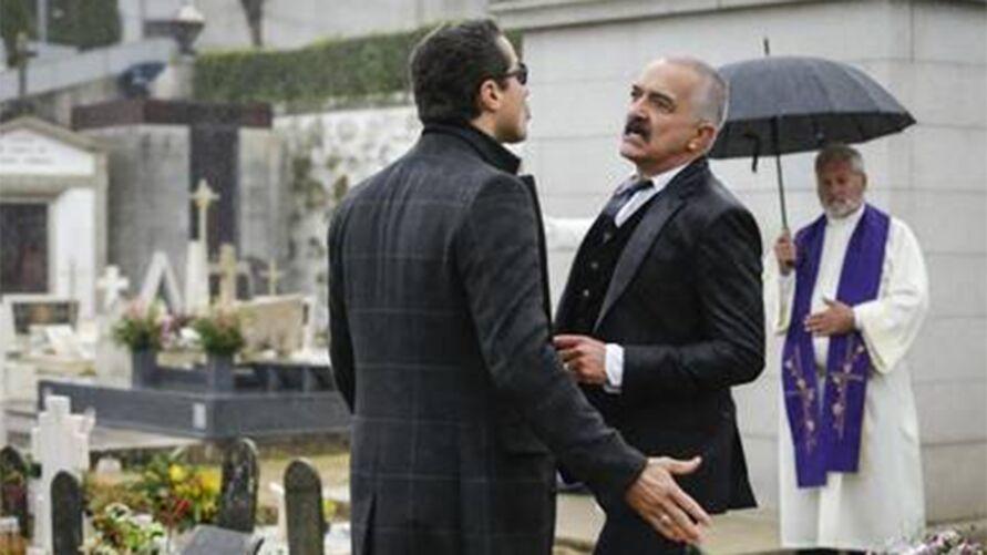 """Os atores Ricardo Pereira e Rogério Samora (de frente) em cena de """"Amor, amor""""."""