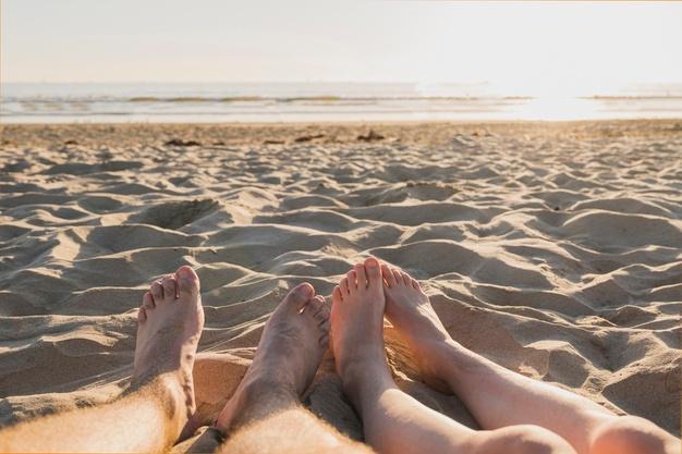 Quem nunca desejou transar na praia, que atire a primeira pedra.