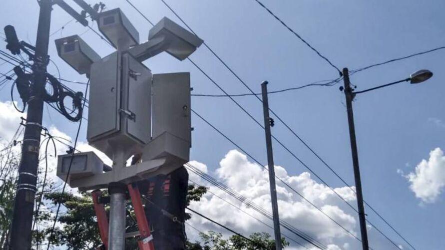 Os equipamentos foram instalados desde o início do ano pelo Detran. Porém, os registros feitos pelos radares antes de 18 de julho não resultarão em multas para os condutores, pois este era o período de adaptação e educação