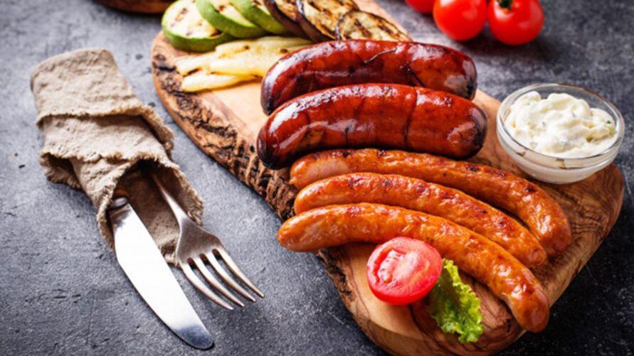 Imagem ilustrativa da notícia: Comer salsicha e outros embutidos pode causar câncer