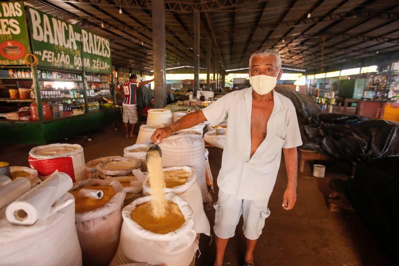 Há mais de 30 anos vendendo farinha na feira, Pedro Lima vê a obra como importante para todos os moradores