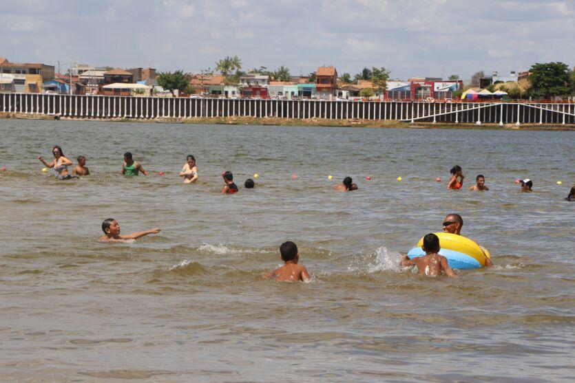 Imagem ilustrativa da notícia: Praia do Tucunaré é liberada com restrições para banhistas