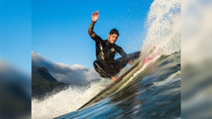 Imagem ilustrativa da notícia: Olimpíadas: alerta de tufão deixa surfistas animados