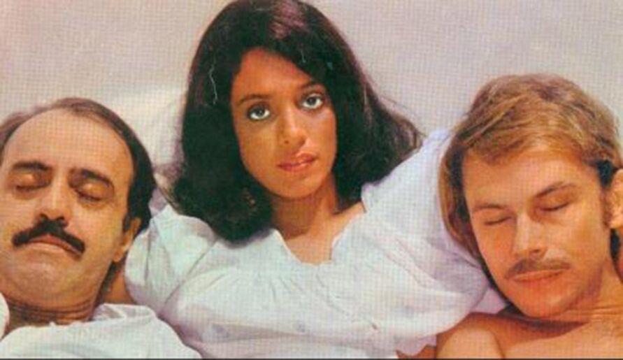 """Cena icônica do filme """"Dona Flor e seus dois maridos"""" retrata uma relação de poliamor, não consentida por uma das partes."""