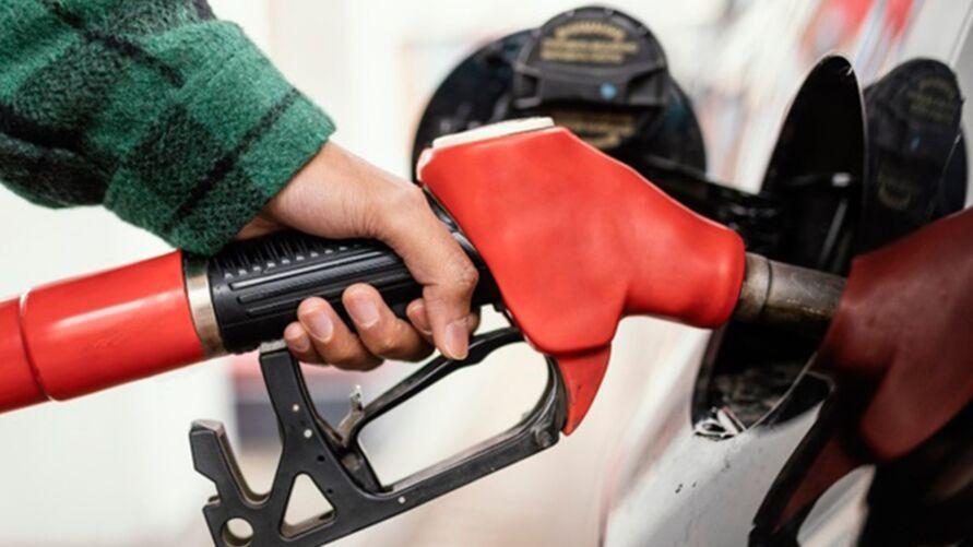 """Imagem ilustrativa da notícia: Vai abastecer? Veja como saber se a gasolina está """"batizada"""""""