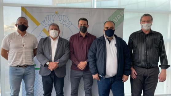 O presidente azulino em reunião com membros da entidade máxima do futebol brasileiro