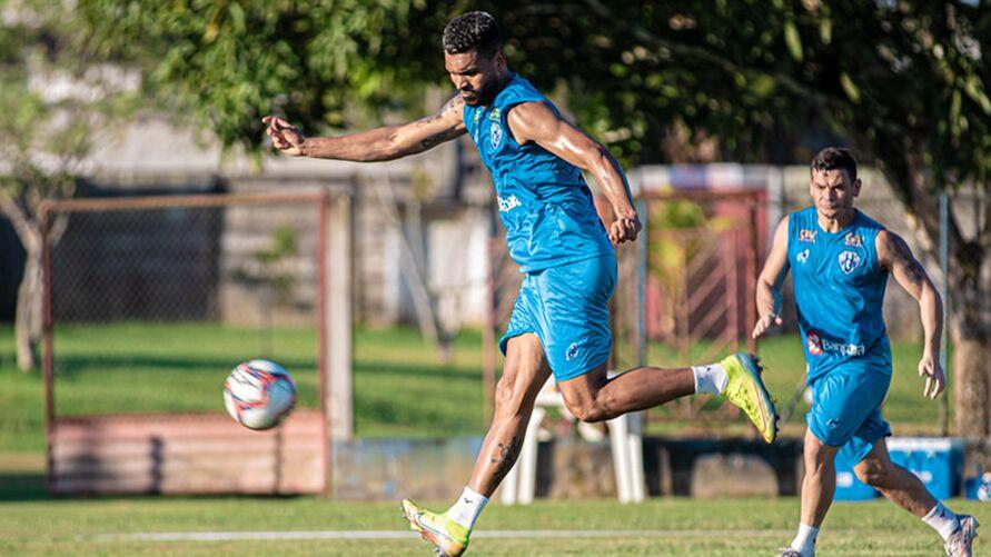 Thiago Santos é uma das opções para o jogo contra o Manaus.