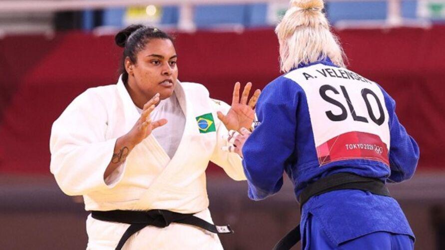 Maria Suelen sofre lesão em luta contra francesa.