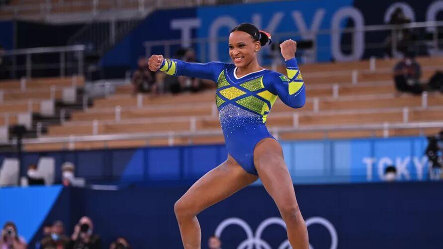 Rebeca Andrade conquista inédita prata na ginástica artística.