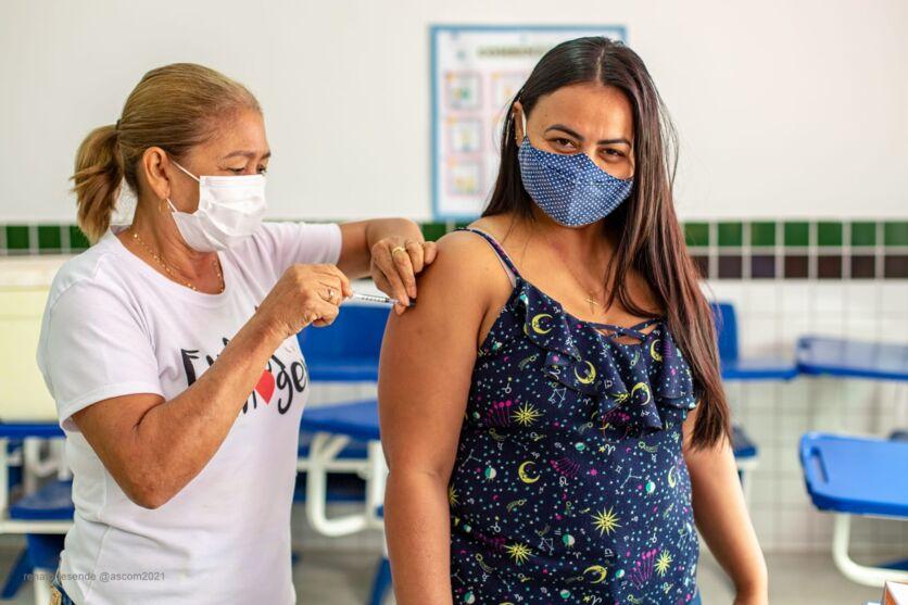A ação ocorreu em 12 pontos de vacinação do município