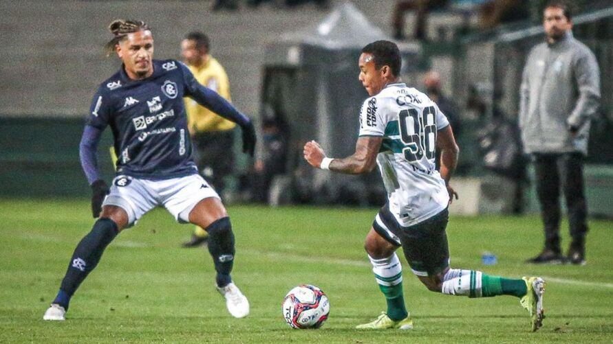 Em Curitiba, gol legal foi anulado.