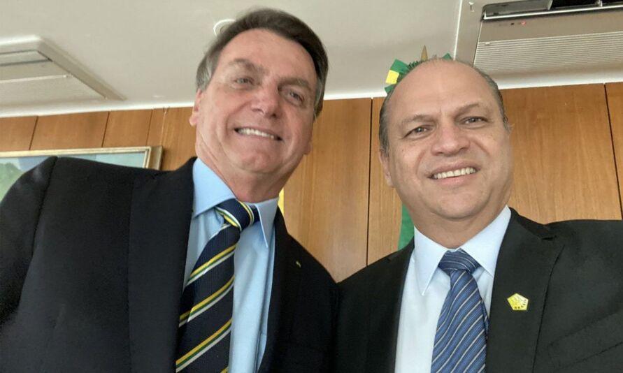Jair Bolsonaro segue evitando se pronunciar sobre o possível esquema de corrupção do deputado federal Ricardo Barros.