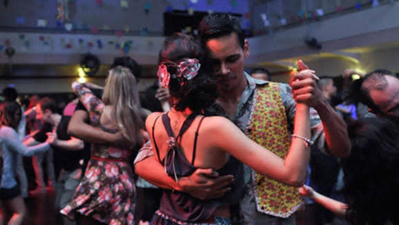 Seja marcante ou tecnomelody, o brega faz o paraense dançar