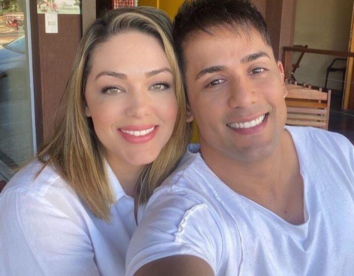 """Lembra dele? O cantor foi descoberto pelo programa """"Fama"""". Já Tânia, é ex do diretor Jayme Monjardim."""