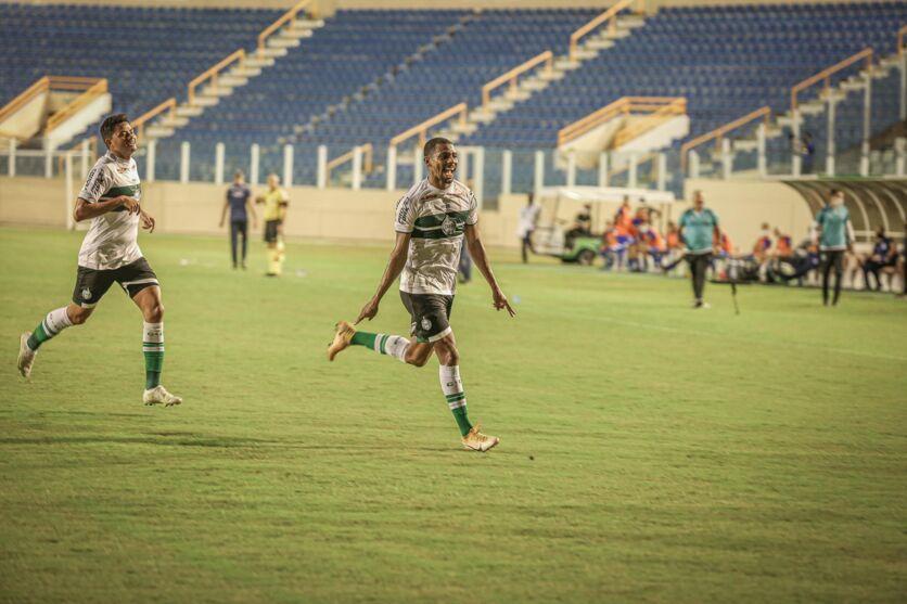 Jogadores do Coritiba na comemoração do gol da partida contra a equipe do Confiança