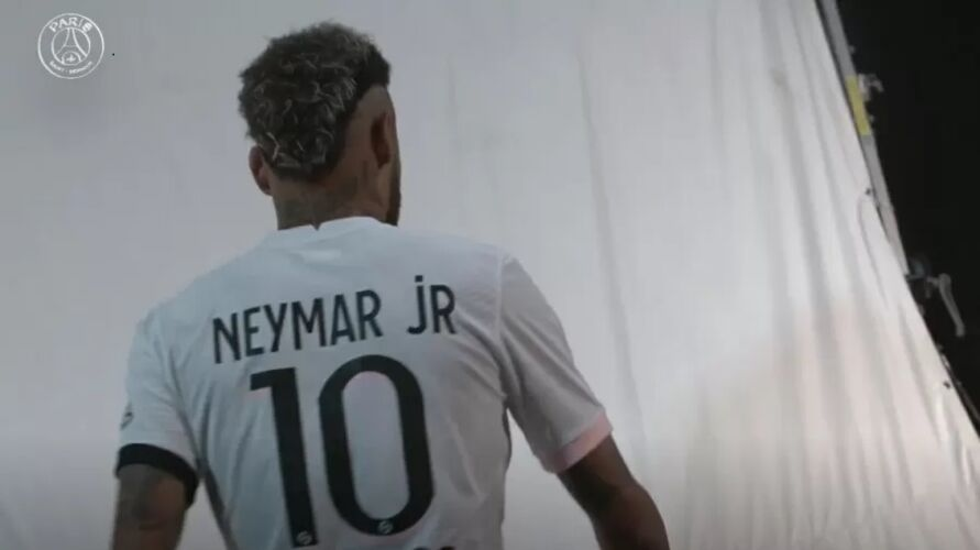 Imagem ilustrativa da notícia: PSG de Neymar e Mbappe apresenta novo uniforme; Veja!