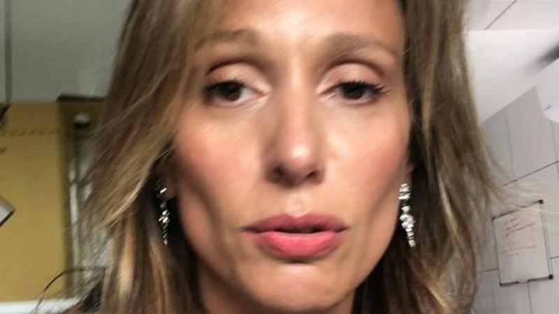 Ativista relata ter sido vítima de violência médica e que cirurgia estética a deixou com cicatrizes