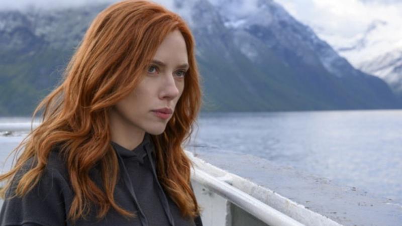 De acordo com a atriz, houve quebra de contrato após o filme ser lançado simultaneamente nos cinemas e no streaming Disney+