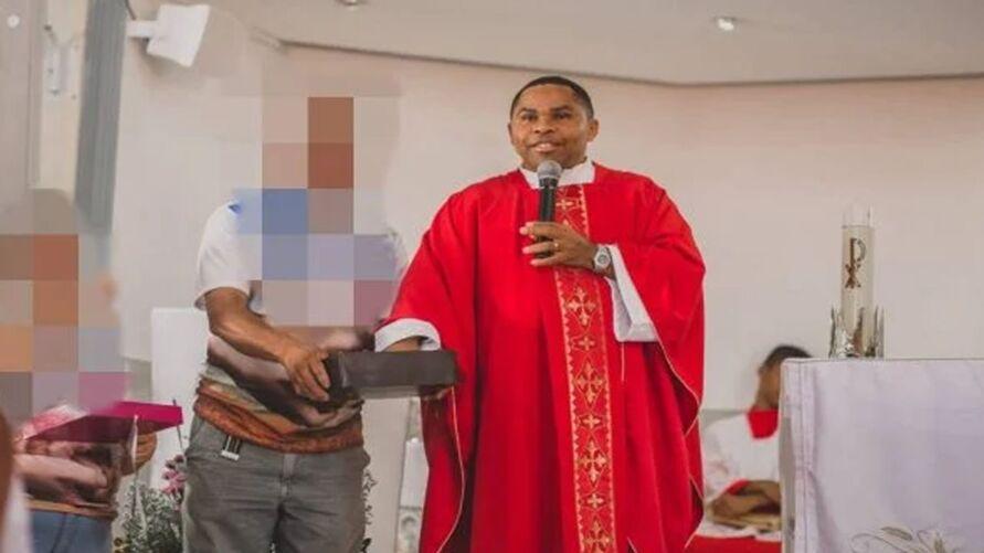 Padre Delson Zacarias dos Santos foi denunciado por assédio e abusos sexuais.