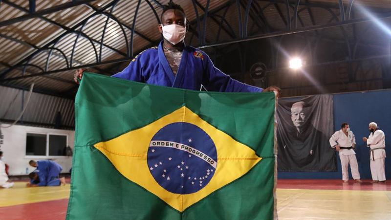 Popole conseguiu construir a carreira e a vida no Brasil