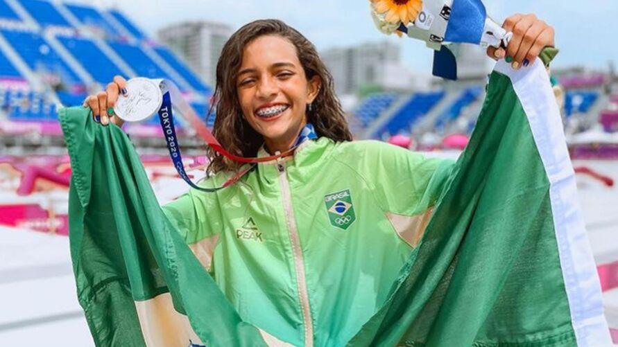 """""""Fadinha"""" garantiu a medalha de prata na categoria skate street nas Olimpíadas de Tóquio"""