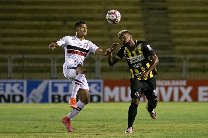 O Santa não saiu do 0 contra o Volta Redonda, no estádio Raulino de Oliveira.
